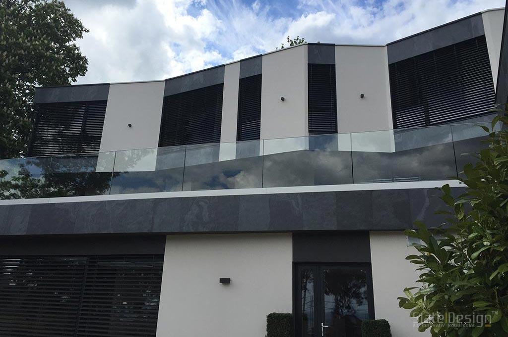 Vilă modernă placării cu piatră a fațadelor